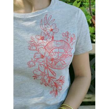 """T-shirt """"Bouche Fleurie""""..."""